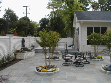 Pennsylvania Bluestone Patio with Cobblestone Edge